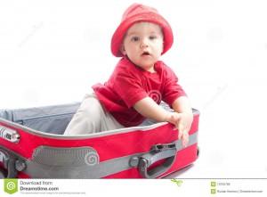 crianca-na-mala-de-viagem-13155785